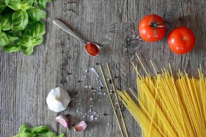 Tomaten, Pasta und Knoblauch