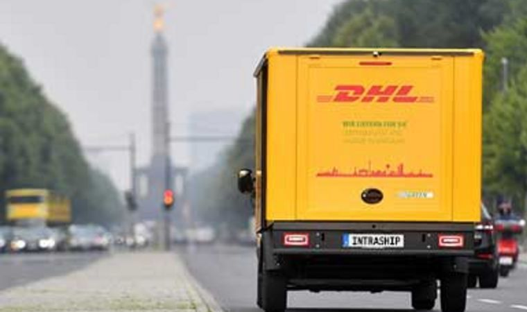 DHL Transporter in Berlin